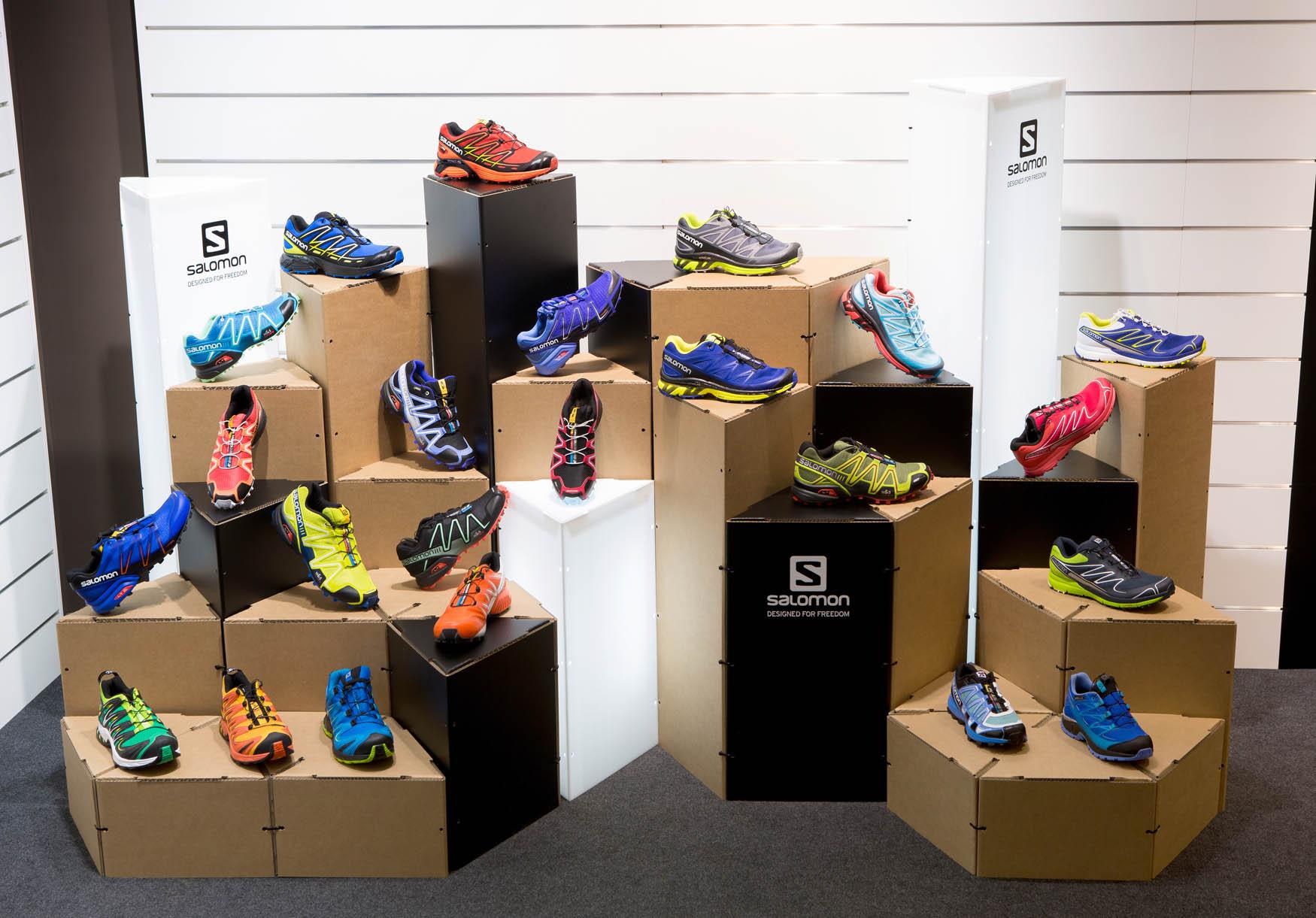 Corner expositivo para calzado de Salomon showroom Barcelona Ammer Sports Triplo* Sistema constructivo en cartón