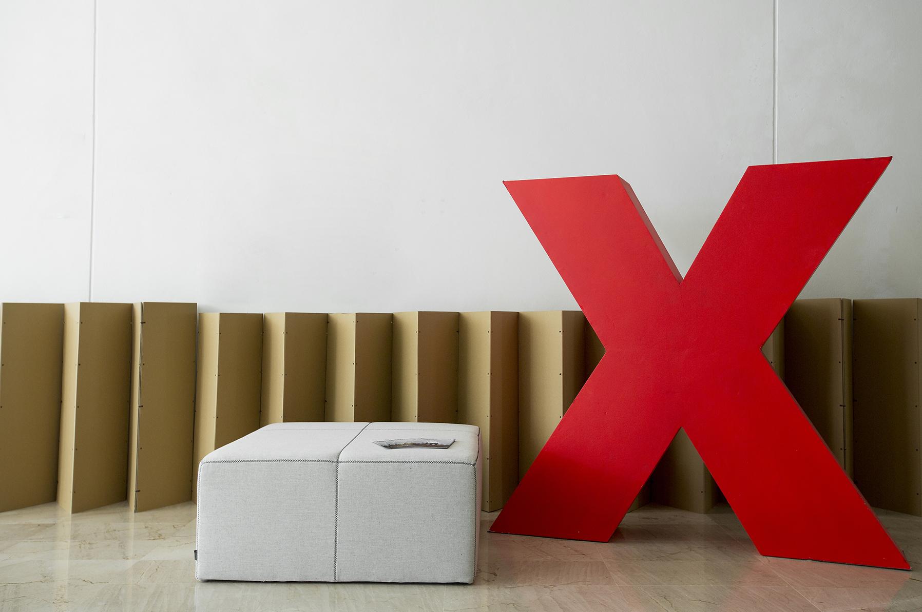 Montaje evento efímero control acceso y phtotocall Conferencias TEDx UPV Valencia