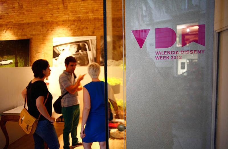 Señalización tótem acceso locales y eventos VDW de ADCV