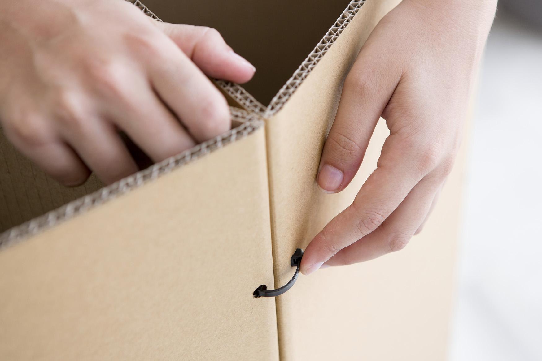 Triplo* cartón sistema montaje exposicion efímero corner escaparate bridas