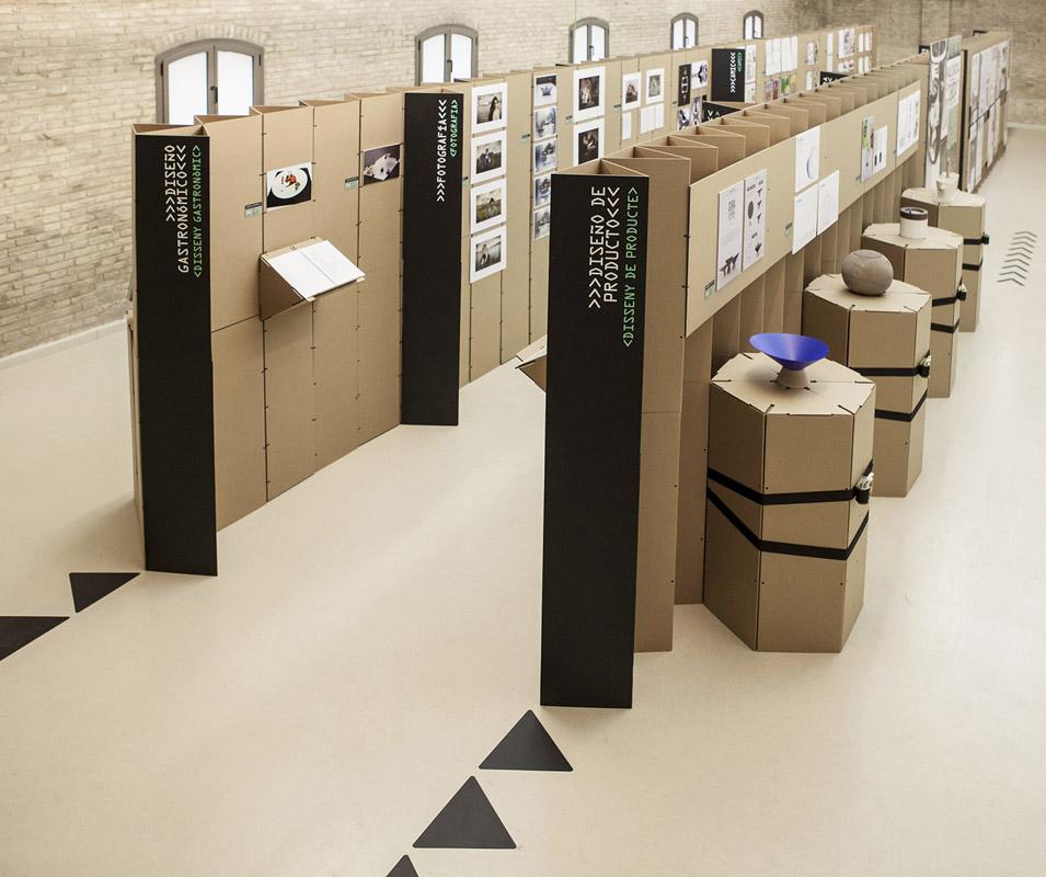 Exposición montaje efímero cartón Triplo sistema modular Valencia